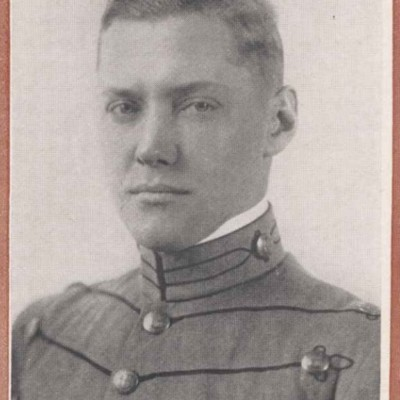 Henry Ashby Davenport senior portrait from the 1916 Bugle.jpg